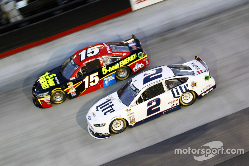 Клінт Бойєр, Michael Waltrip Racing Toyota та Бред Кеселовскі, Team Penske Ford