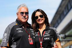 Доктор Виджей Малья, владелец команды Sahara Force India F1 со своим партнером Пинки Лалвани