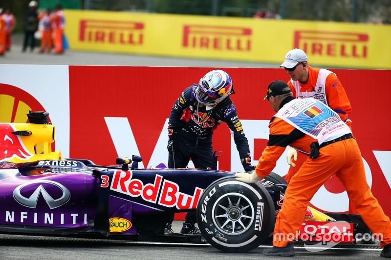 Daniel Ricciardo, Red Bull Racing RB11 retired from the race