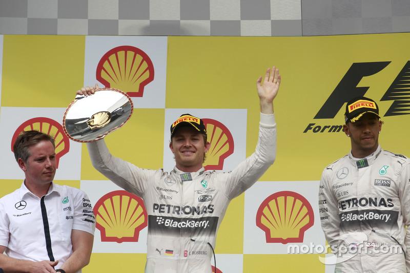 Nico Rosberg, Mercedes AMG F1 merayakan his second position di podium