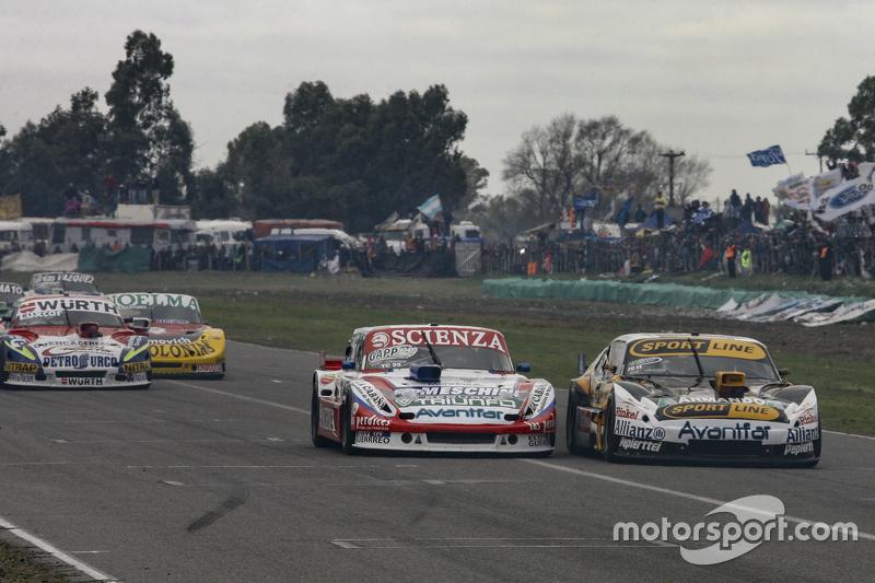 Матіас Халаф, Catalan Magni Motorsport Ford та Леонель Пернія, Las Toscas Racing Chevrolet та Хуан М