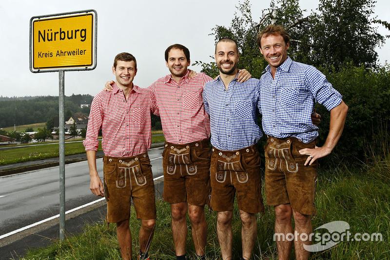 Michael Christensen, Richard Lietz, Frédéric Makowiecki, Patrick Pilet, Porsche Team in traditionellem deutschen Outfit