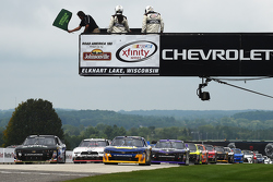 Start: Chase Elliott, JR Motorsports Chevrolet and Ben Rhodes, JR Motorsports Chevrolet lead the field