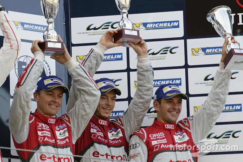 Загальний подіум: третє місце #7 Audi Sport Team Joest Audi R18 e-tron quattro: Марсель Фаслер, Андре Лоттерер, Бенуа Треліє