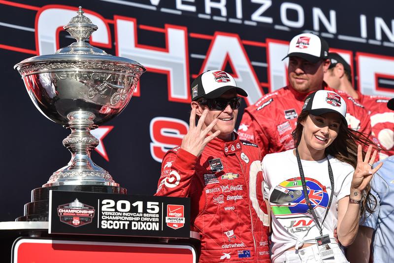 Race winner and series champion Scott Dixon, Chip Ganassi Racing Chevrolet with wife Emma