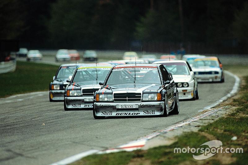 Start: AMG Mercedes-Benz 190 E 2.5-16 Evolution memimpin