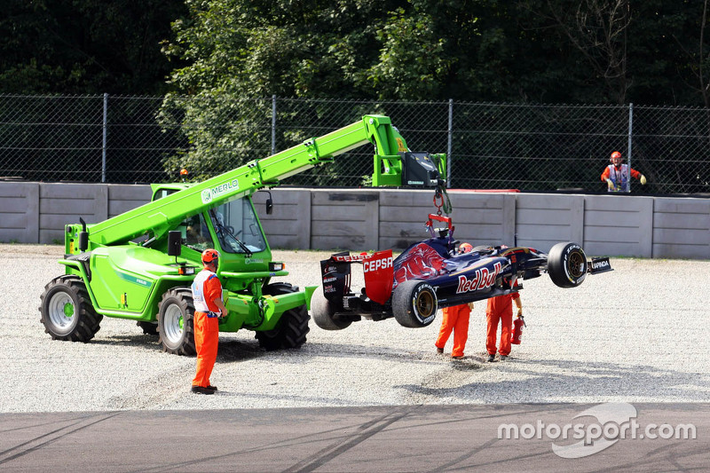 Карлос Сайнс мол., Scuderia Toro Rosso STR10 розвертає машину off at Parabolica