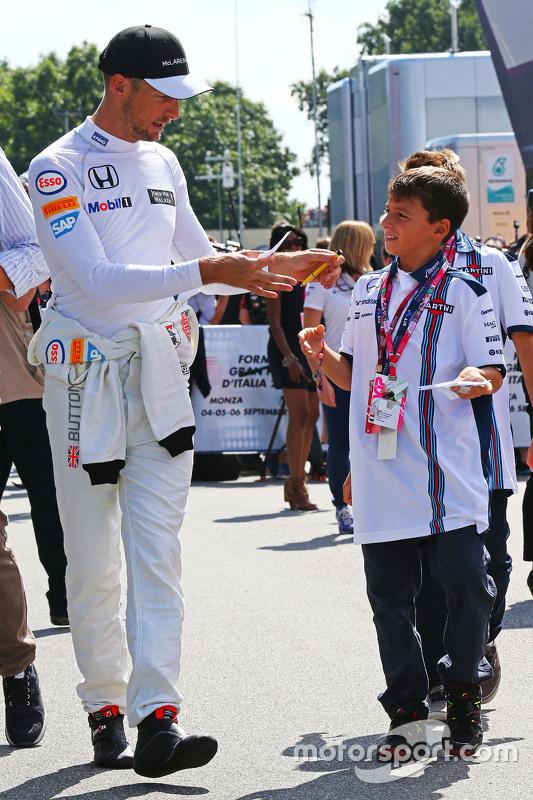 Jenson Button, McLaren signeert handtekeningen voor de fans
