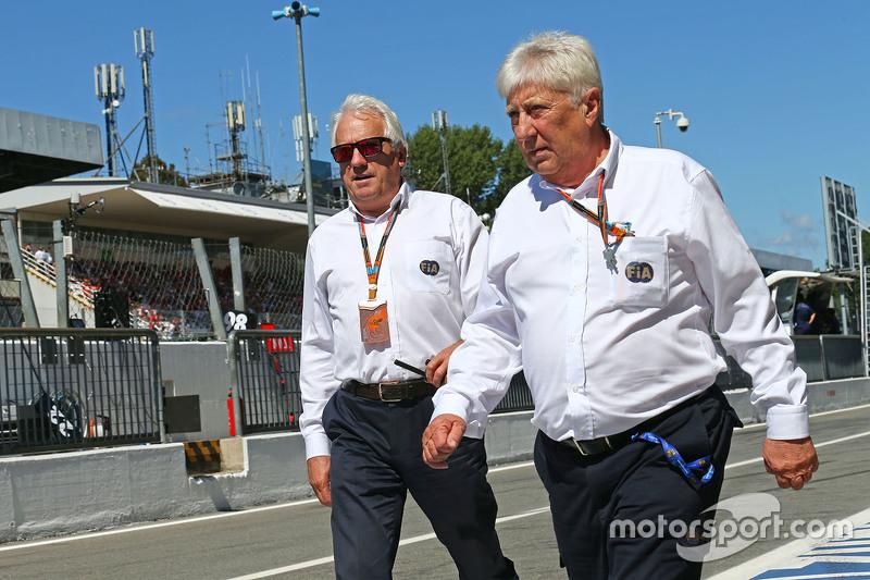 Charlie Whiting, FIA-Deligierter, mit Herbie Blash, FIA-Deligierter