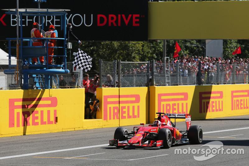 2. Sebastian Vettel, Ferrari SF15-T, jubelt beim Überfahren der Ziellinie