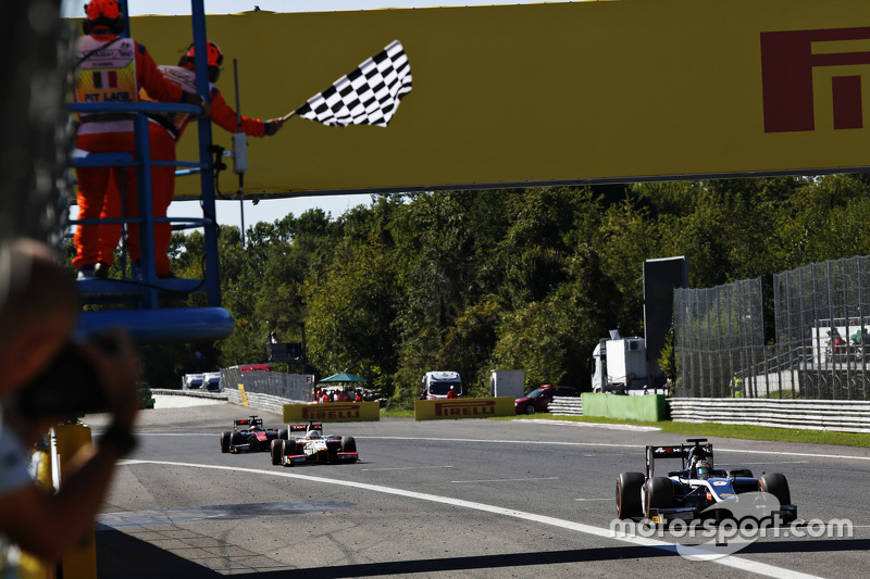 Race 2 winner Mitch Evans, RUSSIAN TIME, leads home Arthur Pic, Campos Racing and Stoffel Vandoorne, ART Grand Prix