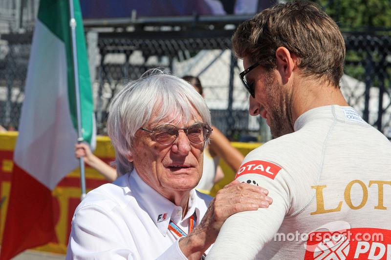 Bernie Ecclestone und Romain Grosjean, Lotus F1 Team, in der Startaufstellung