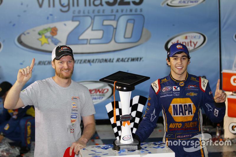 Race winner Chase Elliott, JR Motorsports Chevrolet with Dale Earnhardt Jr.
