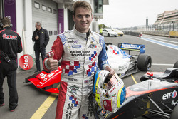 Ganador de la carrera Oliver Rowland, Fortec Motorsports