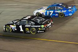 Джеймі МакМюррей, Chip Ganassi Racing Chevrolet та Ріккі Стенхауз мол., Roush Fenway Racing Ford