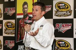 Джеймі МакМюррей, Chip Ganassi Racing Chevrolet spent time з медіа та the youth in Talladega