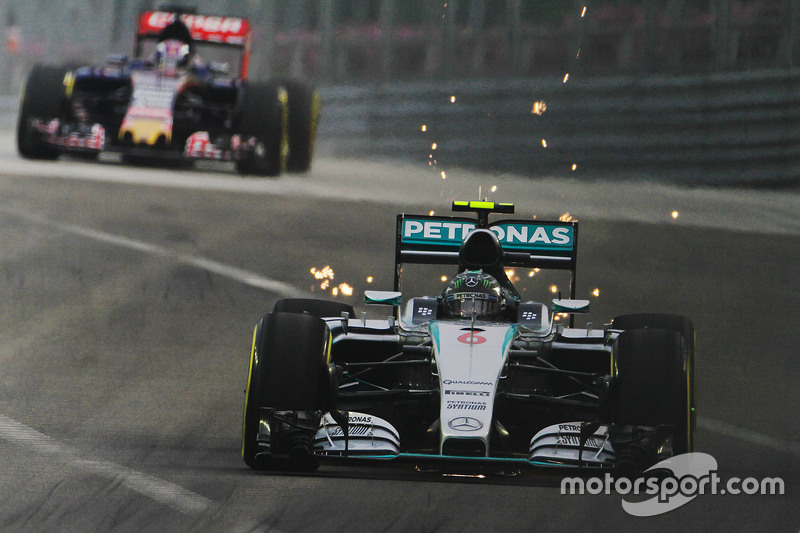 Nico Rosberg, Mercedes AMG F1 W06, mit Funkenflug