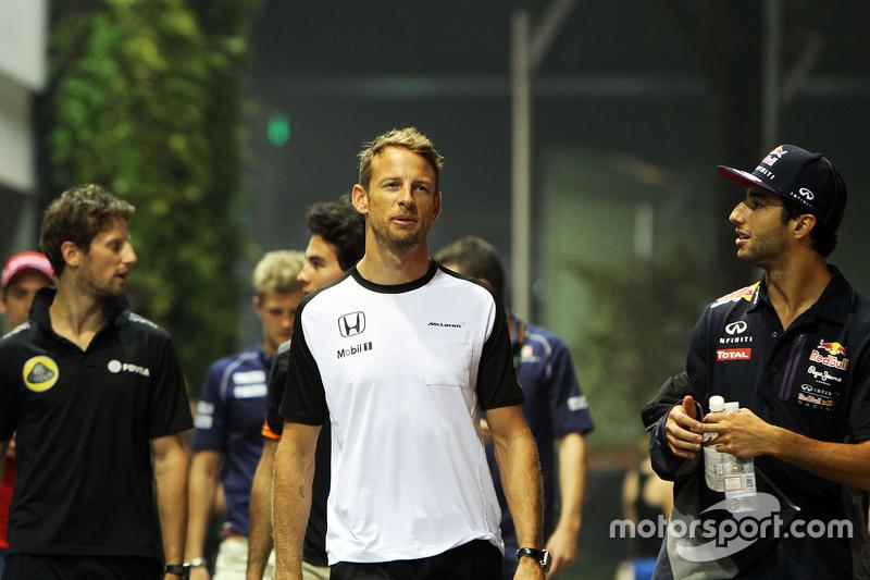 Jenson Button, McLaren, mit Daniel Ricciardo, Red Bull Racing