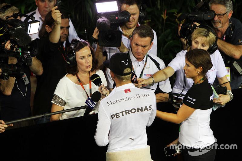 Lewis Hamilton, Mercedes AMG F1, mit Lee McKenzie, BBC Television