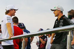 Nico Rosberg, Mercedes AMG F1 met Nico Hulkenberg, Sahara Force India F1 op de parade