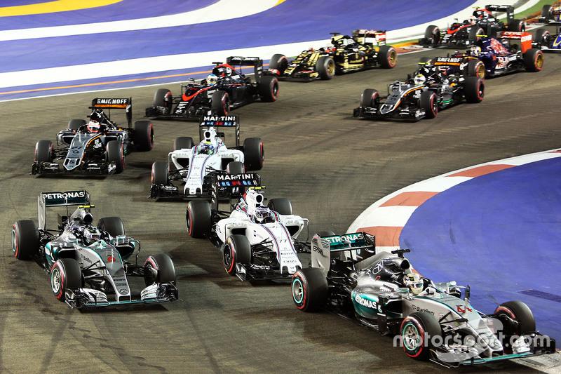 Lewis Hamilton, Mercedes AMG F1 W06; Nico Rosberg, Mercedes AMG F1 W06, und Valtteri Bottas, Williams FW37, beim Start
