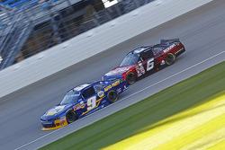 Chase Elliott, JR Motorsports Chevrolet ve Darrell Wallace Jr., Roush Fenway Racing Ford