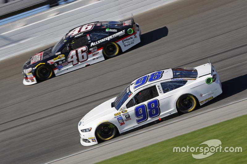 Reed Sorenson, Premium Motorsports Ford; Michael Annett, HScott Motorsports Chevrolet