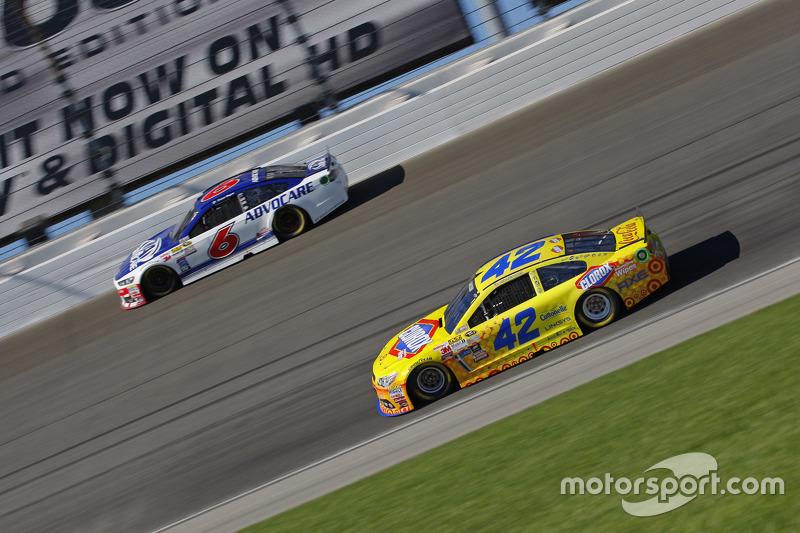 Kyle Larson, Chip Ganassi Racing Chevrolet; Trevor Bayne, Roush Fenway Racing Ford
