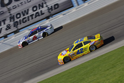 Kyle Larson, Chip Ganassi Racing Chevrolet; Trevor Bayne, Roush Fenway Racing Ford