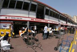 Renault F1 Team, pit garages