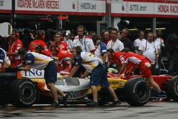 Heikki Kovalainen, Renault F1 Team and Felipe Massa, Scuderia Ferrari
