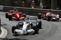 Nick Heidfeld, BMW Sauber F1 Team, F1.07 leads Kimi Raikkonen, Scuderia Ferrari, F2007 and Anthony Davidson, Super Aguri F1 Team, SA07