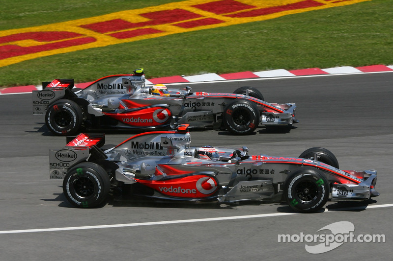 Arrancada Lewis Hamilton, McLaren Mercedes, MP4-22 y Fernando Alonso, McLaren Mercedes, MP4-22