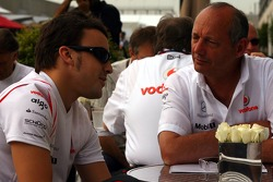 Фернандо Алонсо, McLaren Mercedes, і Рон Денніс, голова команди McLaren