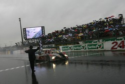 #1 Audi Sport North America Audi R10: Marco Werner, Frank Biela, Emanuele Pirro aan de finish