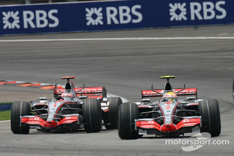 Fernando Alonso, McLaren Mercedes, MP4-22 et Lewis Hamilton, McLaren Mercedes, MP4-22