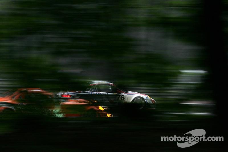 2007 год. Экипаж Раймона Нараса, Рихарда Лица и Патрика Лонга, Porsche 997 GT3-RSR (№76)