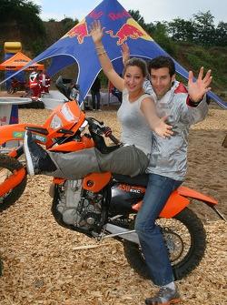 Zoe Bell Award winning Movie stunt double, ve Mark Webber, Red Bull Racing, a KTM Motorcycle
