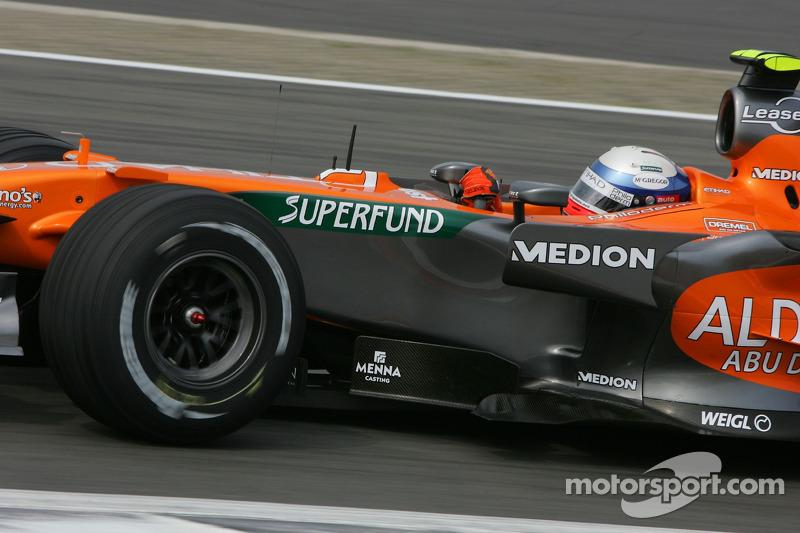 Машина Spyker была совершенно неконкурентоспособной, а у Винкельхока почти не было наката за ее рулем. Неудивительно, что голландец занял в квалификации последнее место