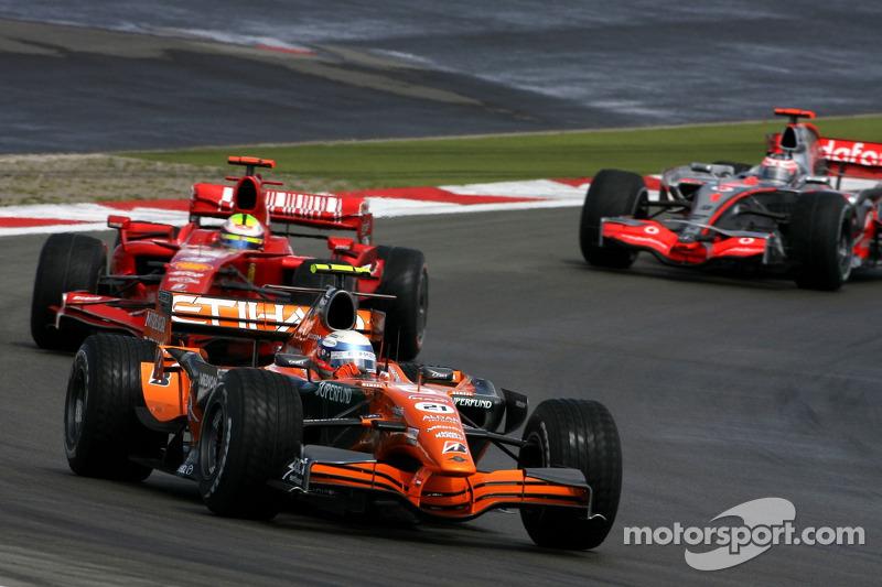 Markus Winkelhock, Spyker F1 Team; Felipe Massa, Scuderia Ferrari; Fernando Alonso, McLaren