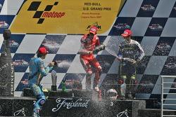 Podium: le vainqueur Casey Stoner avec Chris Vermeulen et Marco Melandri