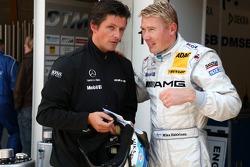Mika Hakkinen, Team HWA AMG Mercedes, AMG Mercedes C-Klasse talking to Axel Randolph, Race Engineer of Mika Hakkinen
