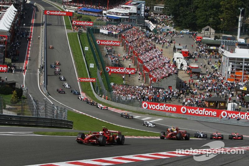 Start, Kimi Raikkonen, Scuderia Ferrari, F2007 leads Felipe Massa, Scuderia Ferrari, F2007,Fernando Alonso, McLaren Mercedes, MP4-22 and Lewis Hamilton, McLaren Mercedes, MP4-22