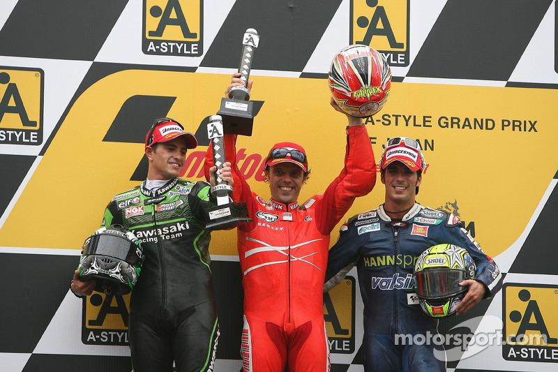Podium 2007: Pemenang balapan Loris Capirossi dengan Randy De Puniet dan Toni Elias