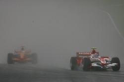 Anthony Davidson, Super Aguri F1 Team, SA07 leads Adrian Sutil, Spyker F1 Team, F8-VII