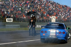 Drifters doing donuts around Grid Girls