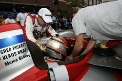 Petit Preview Party at Atlantic Station: Greg Pickett gets ready for the pitstop demo