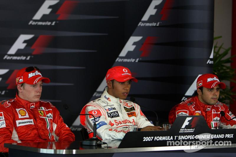 Ganador de la pole Lewis Hamilton, McLaren Mercedes; segundo puesto Kimi Raikkonen, Scuderia Ferrari