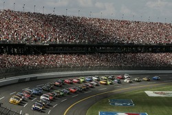 Start: Michael Waltrip and Dave Blaney lead the field