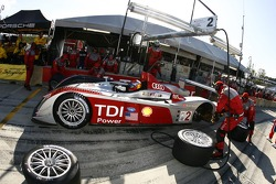 Pitstop for #2 Audi Sport North America Audi R10 TDI Power: Lucas Luhr, Marco Werner